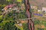 溶岩流の上の橋!.jpg